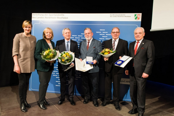 Helmut Biermann awarded with 'Sportplakette'